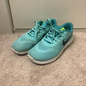 NIKE SHOES SIZE 6